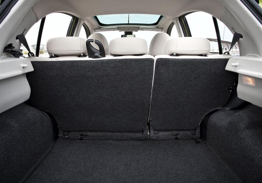 Nissan Micra 2011 багажник
