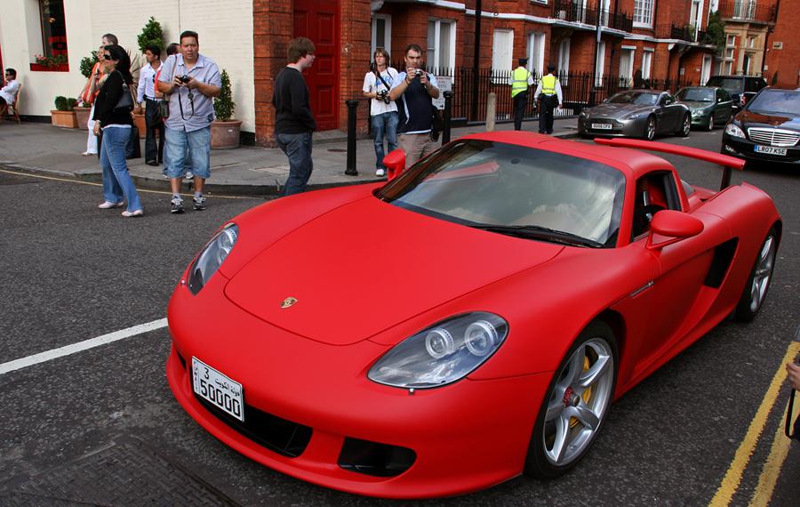 Porsche Carrera-GT в красном винили