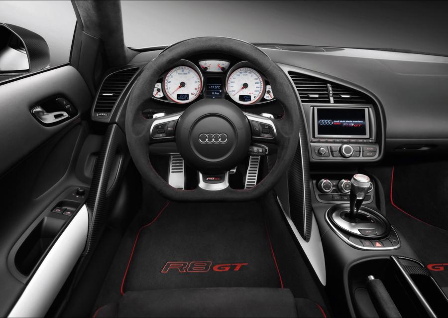 Панель приборов и салон Audi R8 GT