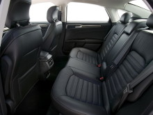 ford-mondeo-2014-back-seats-8