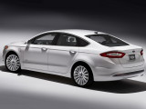 ford-mondeo-2014-back-view-3