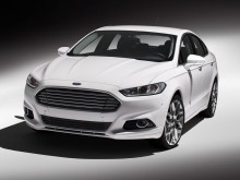 ford-mondeo-2014-front-view-2