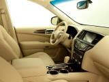 Салон Nissan Pathfinder 2014 с гибридной установкой