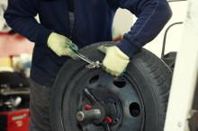 Крепление грузиков для устранения дисбаланса колеса