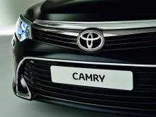 Передний бампер и новая головная оптика Тойоты Камри 2015