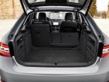 Багажник лифтбека Шкода Суперб с откинутыми спинками фото