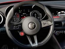 Рулевое колесо и приборная панель Alfa Romeo Giulia 2015-2016