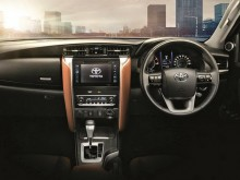 Новый Тойота Фортунер - фото интерьера