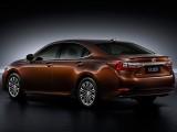 Lexus ES 200 - цвет кузова Copper Brown вид сзади