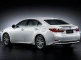 Lexus ES 300h фото кормы