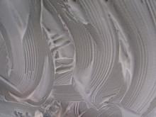 Нанесенный на потолок пенный очиститель