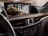 Дисплей мультимедийной системы в новом Lexus LX