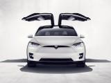 Tesla Model X с дверями типа Крылья Сокола