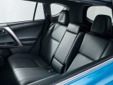 Задние сиденья в новом Тойота РАВ 4 2016 фото