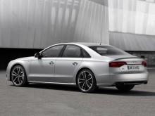 Оформление кормовой зоны Audi S8 2016-2017 c литерой plus