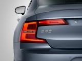 Необычный дизайн задней оптики Volvo S90 фото