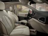 Отделка интерьера Chrysler Pacifica фото