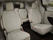 Конфигурация задних сидений минивэна Chrysler Pacifica 2016-2017 фото