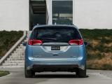 Chrysler Pacifica 2016-2017 - организация зоны кормы