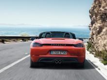 Новый дизайн кормы Porsche 718 Boxster 2016-2017 фото