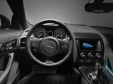 Интерьер Jaguar F-Type SVR - рулевое колесо и приборная панель