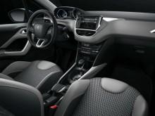 Peugeot 2008 2016-2017 фото салона