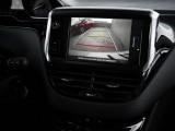 Консоль и экран мультимедийной системы
