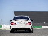 Купе Mercedes-AMG CLA 45 вид сзади