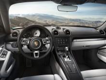 Обновленный интерьер Porsche 718 Cayman