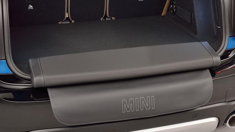 Раскладная скамейка в багажнике