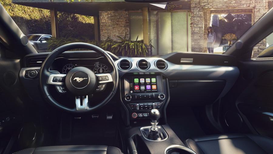 Салон Ford Mustang рестайлинг