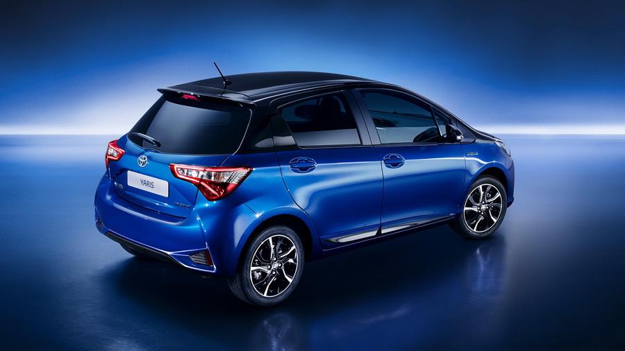 Дизайн кормы Toyota Yaris рестайлинг