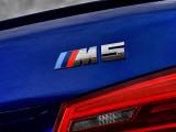 Логотип M5 на кузове
