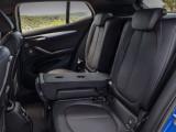 Задние сиденья с откинутым подлокотником