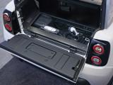 Багажный отсек и подполье с кабелем для зарядки