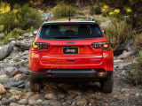 Фото Jeep Compass Trailhawk вид сзади