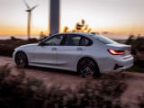 Фото BMW 330e корма