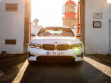 Фото BMW 330e 2019 вид спереди
