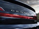 Надпись Genesis на крышке багажника