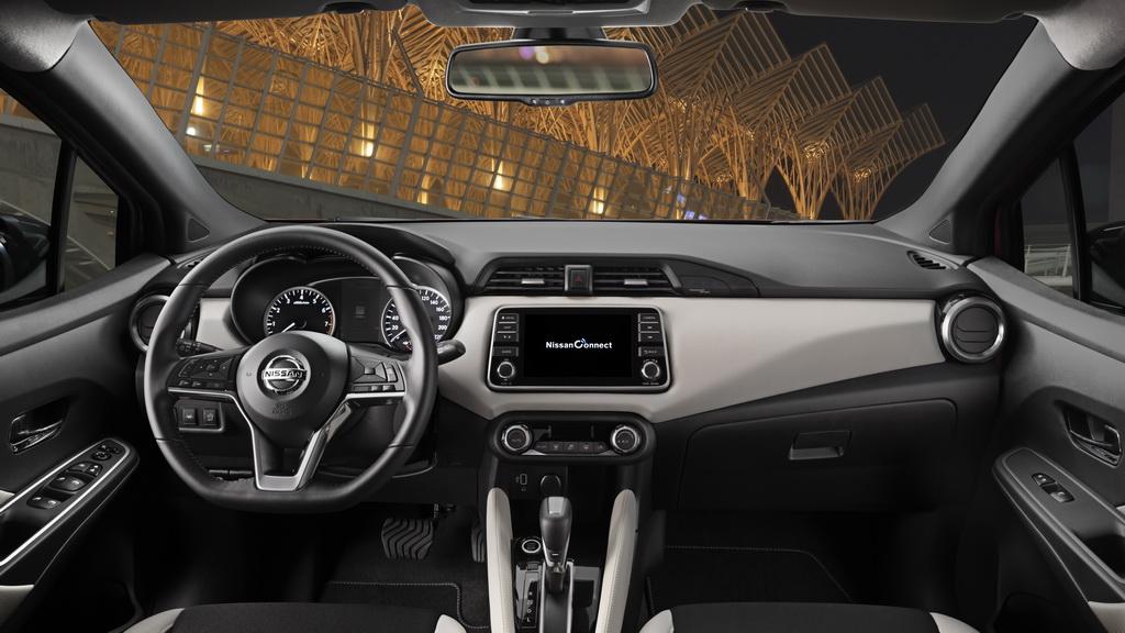 Салон Nissan Micra 2019 года фото